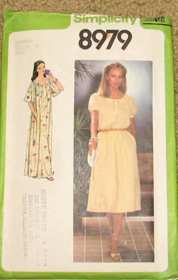 Loose Dress with Tie Belt and Pockets 1970s Vintage Sewing Pattern SIMPLICITY 8979