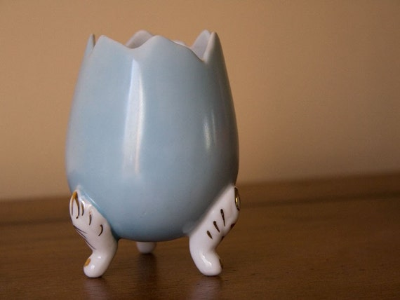 Vintage robins egg blue 3 leg porcelain egg vase w/ handpainted gold