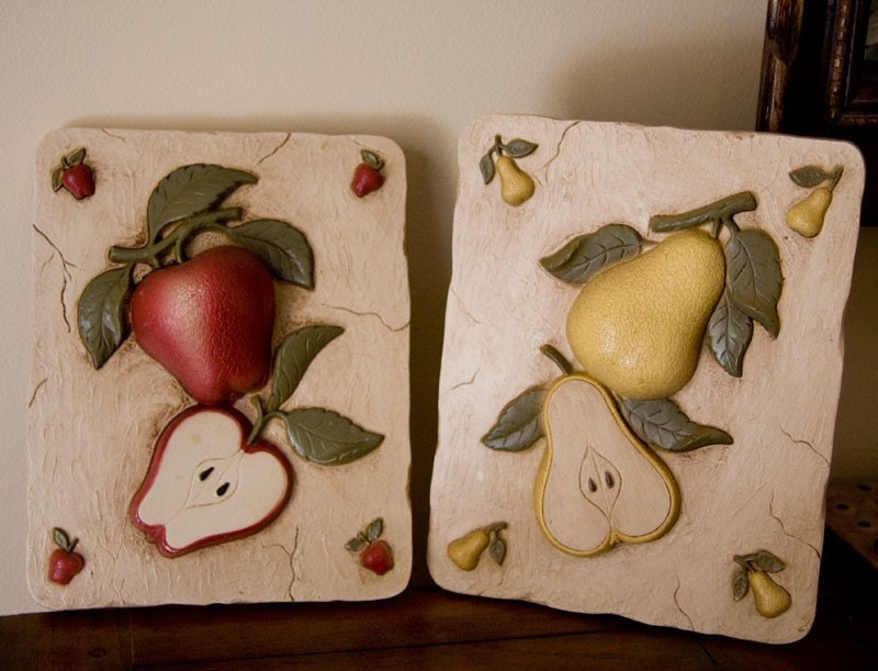 Fruit kitchen decor vintage fruit plaques apple and pear for for Apple kitchen decoration set