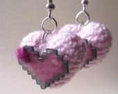 Amigurumi and pixelated pink hearts earrings