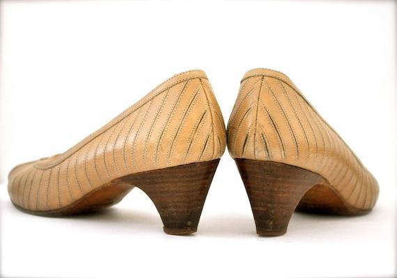 Womens shoes Heels - vintage Beige Nude Designer Peep Toe Shoes - Size 7