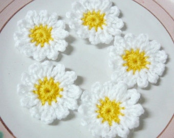 "10pcs - White Daisy Flowers Crochet Appliques - 1.5"" small - soft acrylic yarn - made to order"