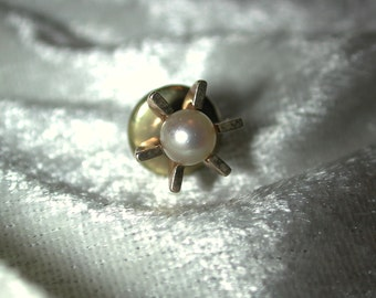 Vintage 1960's 10K YG tie tack with cultured pearl