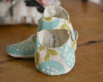 SALE Baby Girl Soft Sole Mary Janes - Leaves and Dots