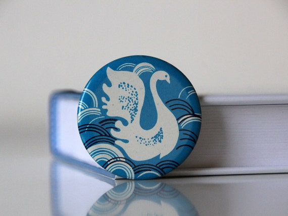 Vintage USSR pin with a swan, made in Soviet Union 70s