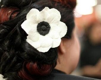White Poppy Clay Hairpin / Haircomb