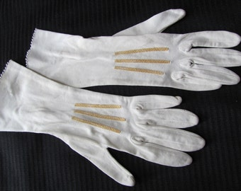 Gloves SALE! Vintage Ivory Ladies Stretch Wrist Gloves (102)