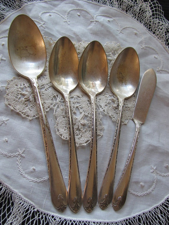 Vintage Set of 3 Silver Plate Tablespoons, 1 Serving Spoon and 1 Master Butter Knife - Exquisite Pattern