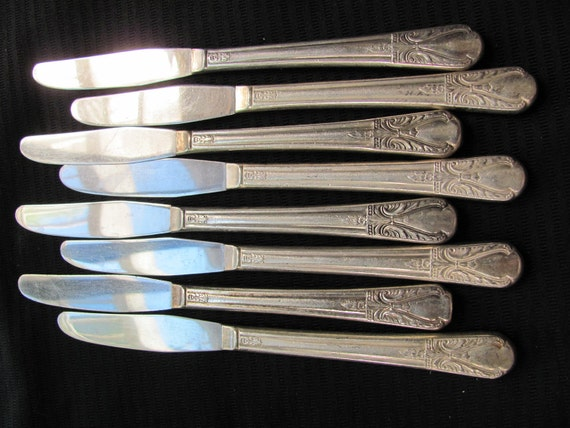 Avalon Pattern 1940 - 8 Vintage Silver Plate Grille Knives