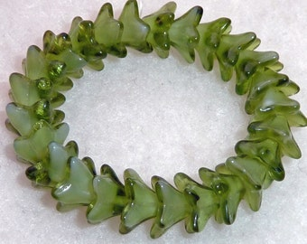 25 Czech Glass Olive/Crystal Flowers in size 5.5mmx9mm