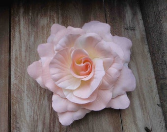 Very cute baby pink   color  flower  big size 1  pieces listing