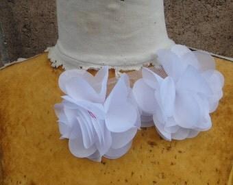 Cute   chiffon  flower  applique  white    color  1 pieces listing
