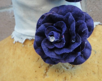 Cute   velvet flower   purple  color  with  pin back    2  piece listing