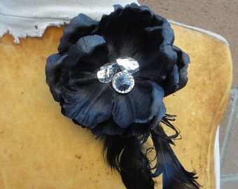 Cute  black   color   flower   with feather   clip and pin back 1 piece listing