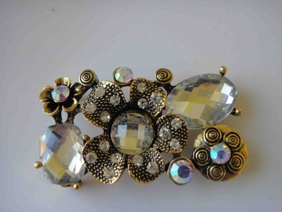 Cute  buckle with rhinestones   gold  color 1 pieces listing