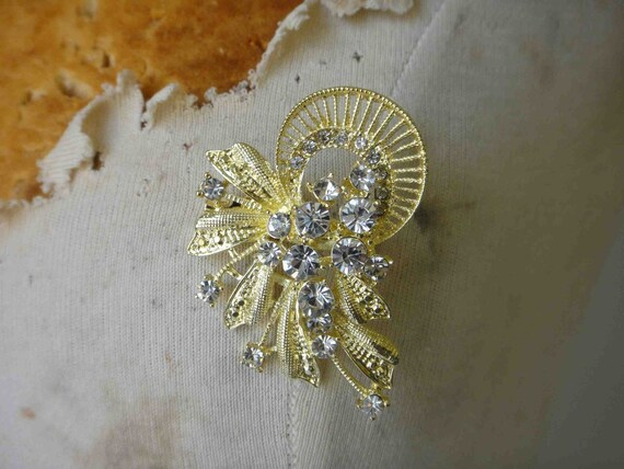 Adorable gold sparkling   brooch  with rhinestones 1 piece listing