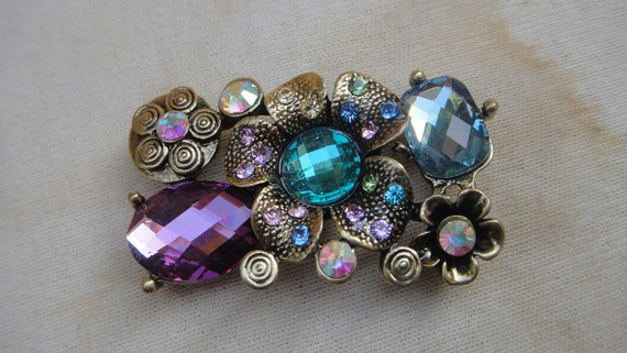 Cute  gold  color buckle with rhinestones    1 pieces listing