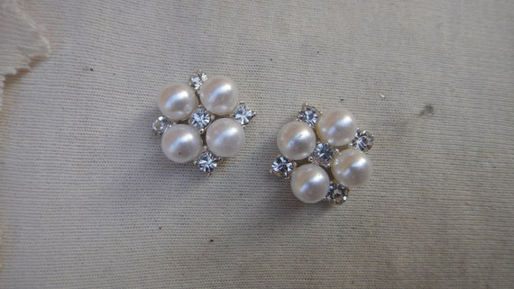 Buckle  with white  color pearls and rhinestones 1 pieces listing