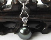 Gorgeous Zircon-inlayed Sterling Silver Pendant Interspersed with 12mm Black Shell Pearl