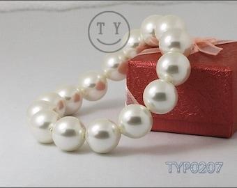 Shell Pearl Bracelet 12mm Bright White Elastic