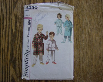 Vintage Childs Pajama / Robe Pattern 1960s Size 5 NOW ON SALE
