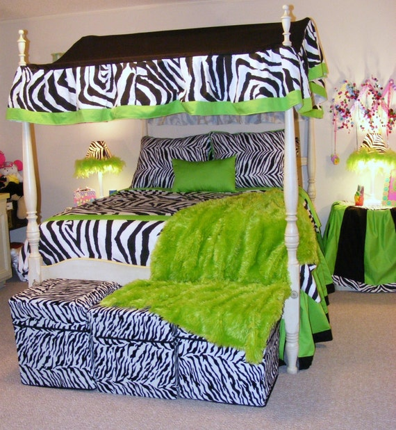 Beautiful full size reversable black and white zebra by - Black and lime green bedding ...