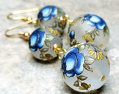 Blue rose on lucite round vintage style acrylic tensha beads
