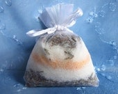 Single Use Bath Salts Sachet . Lavender Creamsicle scent, layered with dried lavender flowers