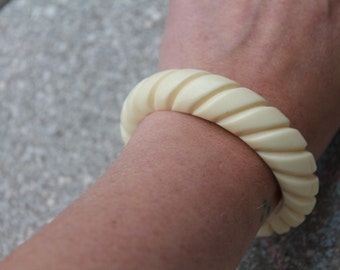1950s carved old plastic cuff bracelet in ivory Must See  Free Shipping