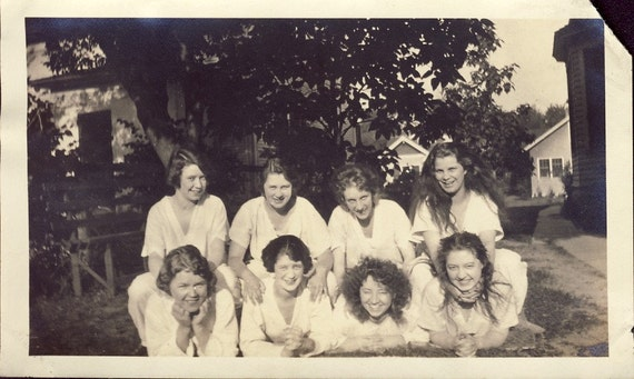 GIRLFRIENDS in Nightgowns at SLUMBER PARTY Friendship Photo Circa 1920