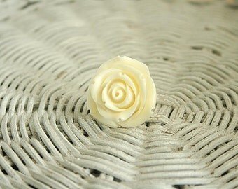 Off white rose ring