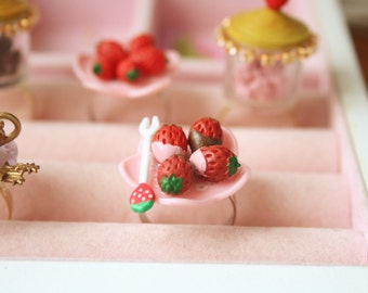 Strawberries with chocolate and strawberry coated on a plate ring