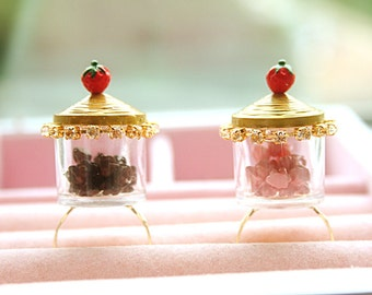 Chocolate chips or Strawberry chips in a jar ring. (PICK ONE)