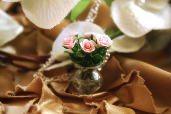 Pink roses in a vase necklace