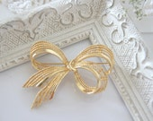 Vintage gold tone ribbon pin