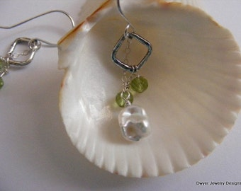 Peridot in a pretty setting with Keishi Pearls. Earrings. Green. Hammered. Square. White.