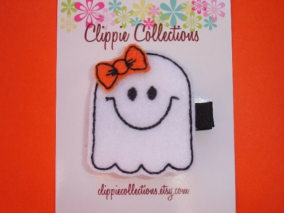 Happy Ghost with bow - Halloween clippie - White felt hair clip - no slip