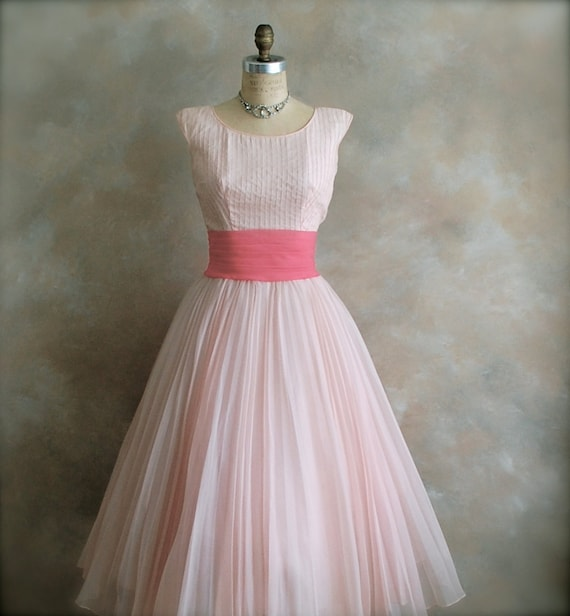 Vintage 1950s Prom Dress - Party Dress - Bridal Dress -  Pretty in Pink - Small