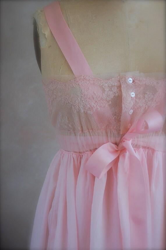Vintage 1950s nightdress - Peekaboo - Chantilly Lace - Saks 5th Avenue Negligee - Small