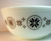 Pyrex Town and Country Unusual All Brown Pattern Bowl 2.5 quart brown pyrex bowl