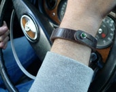 Mens bracelet leather with green spot aluminium closure