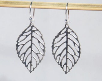 Silver matt. leaves earrings