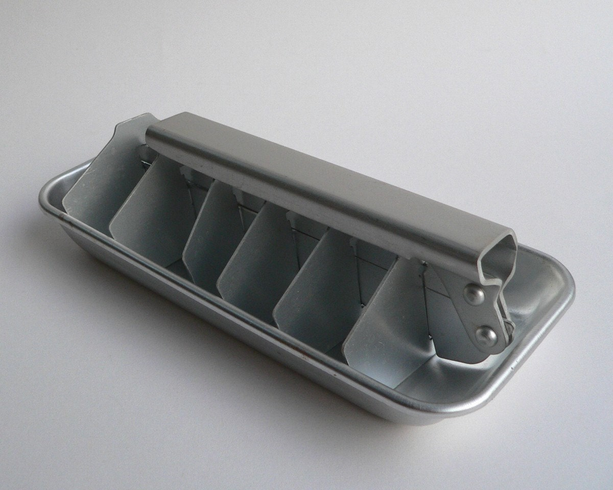 vintage aluminum metal ice cube tray with pull handle. Black Bedroom Furniture Sets. Home Design Ideas