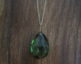 Green Faceted Crystal Pendant Brass Necklace (B5)