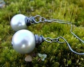 Silver 14mm gray pearls wrapped in Hematite wire