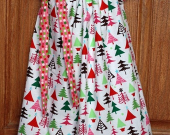 Sale**** Ready to Ship: Girl Dress, size 4/5 in Pink Christmas/Holiday print
