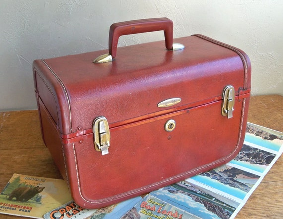 Mid-Century Taperlite Train Case - Make-up Case With Mirror and Tray