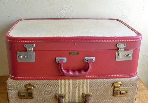Cute Mid-Century Red & Cream Globester Suitcase