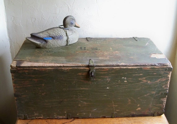 """WWII US Army Foot Locker """"Nicely Distressed - A Unique Piece of History"""""""