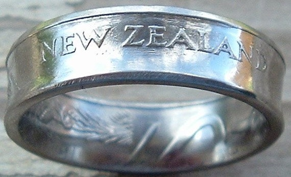 1987 New Zealand 20 Cent Coin Ring in a size 10 1/2